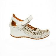 Pantof argintiu cu decupaje si perforatii fine, realizata din piele