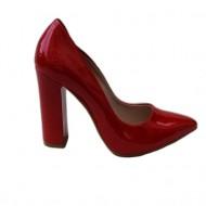 Pantof clasic cu varf usor ascutit, din piele lacuita culoare rosie