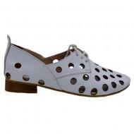 Pantof de vara ,in nuanta de alb cu perforati si siret