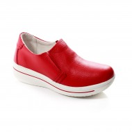 Pantof tineresc de culoare rosie, cu talpa groasa si varf rotund