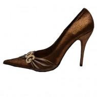 Pantof trendy, nuanta de maro, detaliu auriu chic