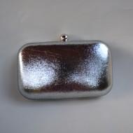 Poseta eleganta din material fin, lucios cu cadru metalic fin