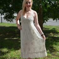 Rochie de culoare crem, model lung, cu broderie lucrata manual