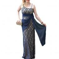 Rochie de seara chic, lunga, cu parti din dantela rafinata, pe bleumarin