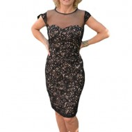 Rochie fashion din dantela neagra cu un design lucios aplicat
