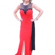 Rochie lunga din material elastic rosu combinat cu tul negru