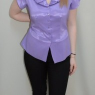 Bluza cu nasturi tip camasa, de culoare mov, cu maneca scurta