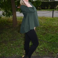 Bluza kaki, model tineresc cu design de funda mare in spate