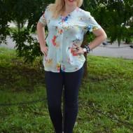 Bluza turcoaz, lejera de vara cu maneca scurta si decor floral