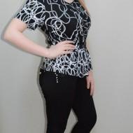 Camasa cu imprimeu in nuanta de negru-alb si elastic lejer in talie