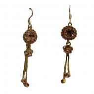 Cercei model lung,lant auriu,model cu pietre semipretioase in forma de floare,nuanta de auriu