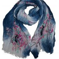 Esarfa mare din material cu aspect creponat, bleumarin cu flori