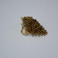 Inel rafinat din metal fin decorat cu cristale maro, verzi sau aurii