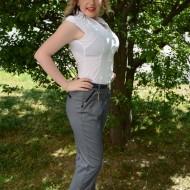 Pantalon modern de culoare gri, cu design de buline in tesatura