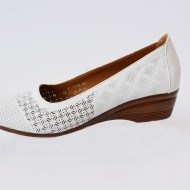 Pantof cu platforma mica , nuanta de alb