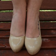 Pantof elegant cu toc inalt, de culoare bej, cu platforma ascunsa
