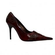 Pantof in nuanta de marsala, varf ascutit, detalii aurii aplicate