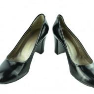 Pantof lacuit de culoare neagra, din piele naturala cu toc gros