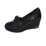 Pantof negru din piele lacuita cu design stone si talpa confortabila