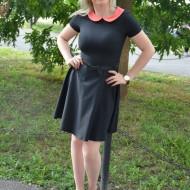 Rochie casual, in clos, de culoare neagra, cu guler corai