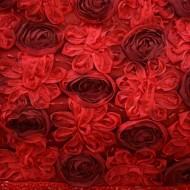 Rochie de culoare rosie, cu top decorat cu paiete