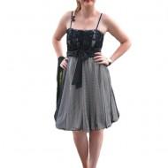 Rochie de gala scurta, deosebita, in nuanta alba cu tul negru