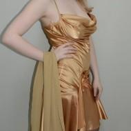 Rochie de seara, culoare bej, cu decolteu adanc si bretele subtiri