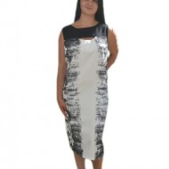 Rochie dreapta de culoare neagra cu design alb, fara maneca