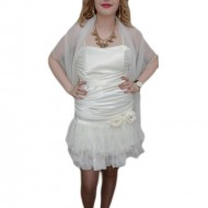 Rochie fashion, nuanta de alb, esarfa tinereasca