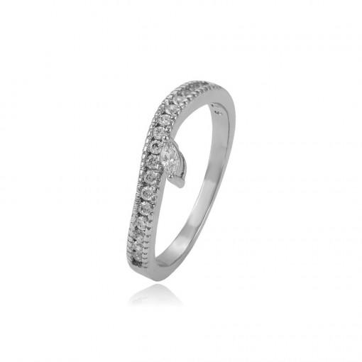 Schlichter weisser Ring mit zahlreichen Steinchen