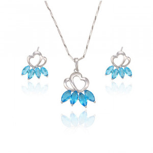 Jewelry set made up of stub earrings and necklace with pendant