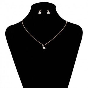 "Jewelry set plated with 18 K gold, containing necklace and pendant and stub earrings"" Pearl Bunny"""
