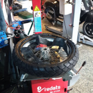Vulcanizare moto - Inlocuire anvelope moto TT - roti spitate cu camera de aer + echilibrare