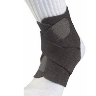 Mueller Podesivi patentirani steznik za skočni zglob