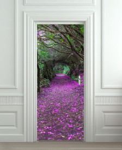Nalepnica za vrata Ljubicasti cvetni put kroz sumu 6178