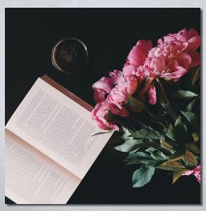 Slike na platnu Buket cveća i knjiga Nina3024