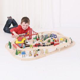 Circuit cu tren marfar (130 piese)