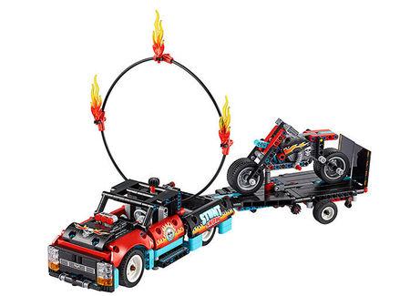 Camion si motocicleta pentru cascadorii (42106)