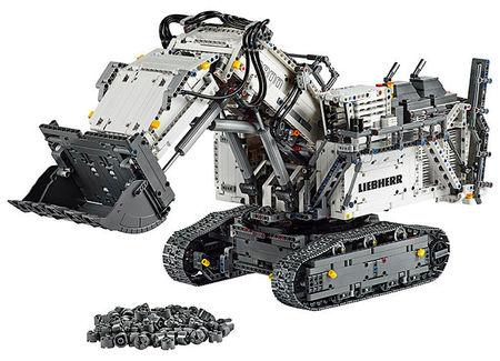 Lego Excavator Liebherr R 9800 (42100) romania