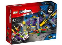 Atacul lui Joker in Batcave (10753)