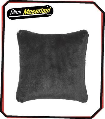 Perna pufoasa, de culoare neagra