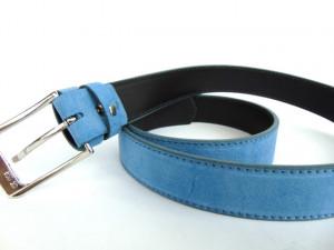 Svetlo plavi muški kaiš od prevrnute kože za pantalone i farmerice