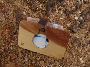 Drveni novčanik futrola orah krug