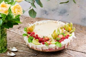 Cheesecake raw-vegan cu coacăze și vanilie naturală