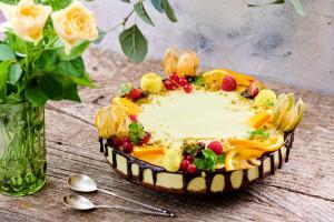 Tort raw-vegan Blossom cu ciocolată, portocale și ghimbir