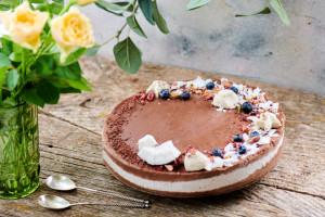 Tort Raw Bora Bora cu nucă de cocos fresh și ciocolată naturală