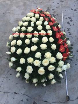 Poze Coroana Funerare Online Ieftina Trandafiri Albi cu Diagonala Anthurium