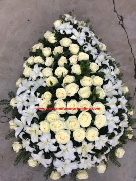 Poze Coroane Funerare Crinii Inperiali si Trandafiri Albi