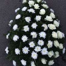Coroane Funerare Crizantema Alba Cu Diagonala Trandafiri Albi