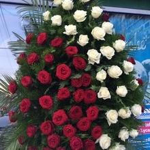 Coroane Funerare Online Trandafiri Rosi Cu Diagonala Albi